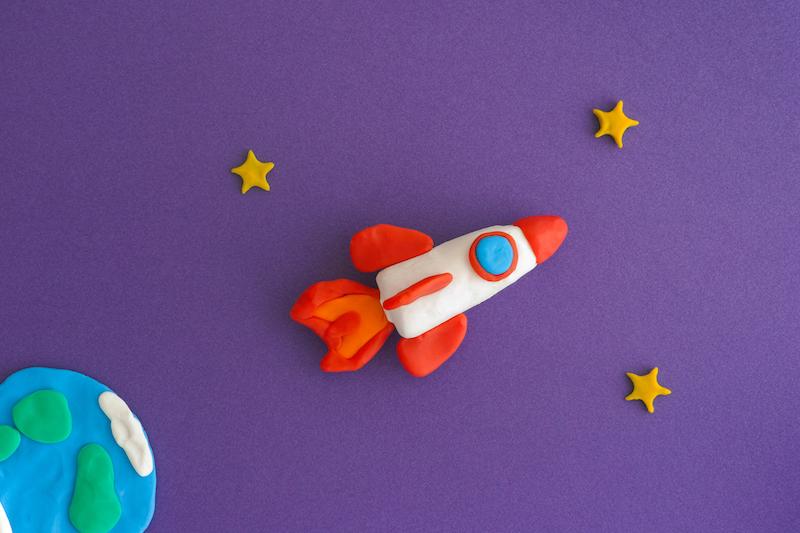 razzo di plastilina - idee a tema luna per bambini