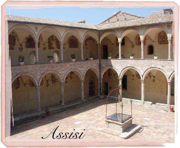 Assisi-chiostro-San-Francesco