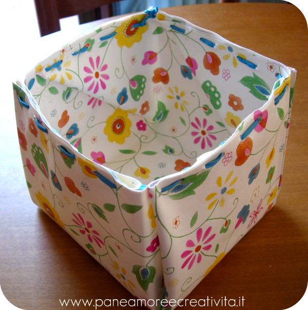 scatola di tessuto plastificato