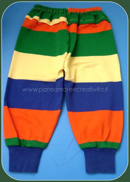 pantaloni fatti con due maniche di maglietta