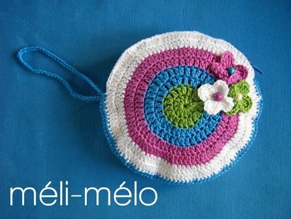 Come fare dei guanti a maglia  Come fare una borsa da polso all uncinetto 508f579c7a3a