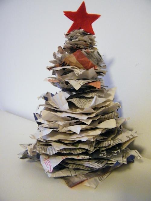 L 39 albero di natale creato con la carta riciclata pane for Fiori di carta di giornale