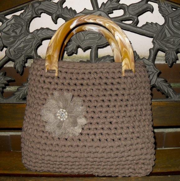 Come creare una borsa con la fettuccia for Borse a uncinetto con fettuccia schemi