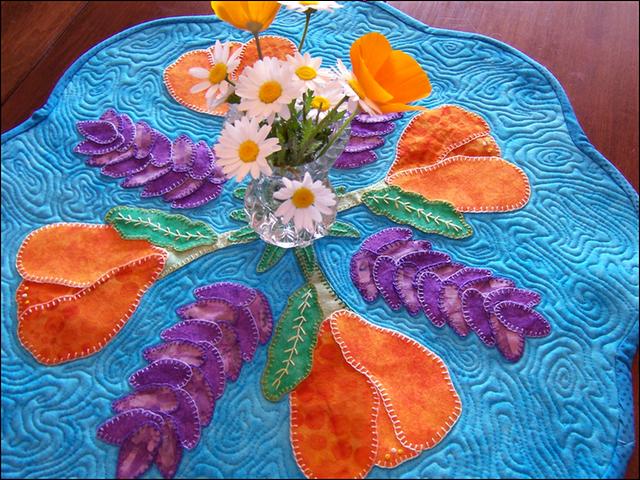 tovaglia con fiori applicati.png