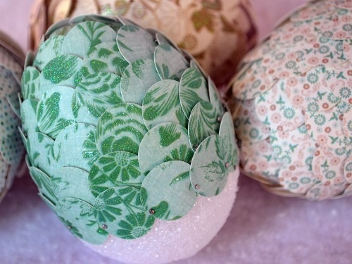 uova decorate con la carta.jpg