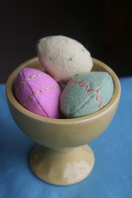 uova di pasqua in feltro.jpg