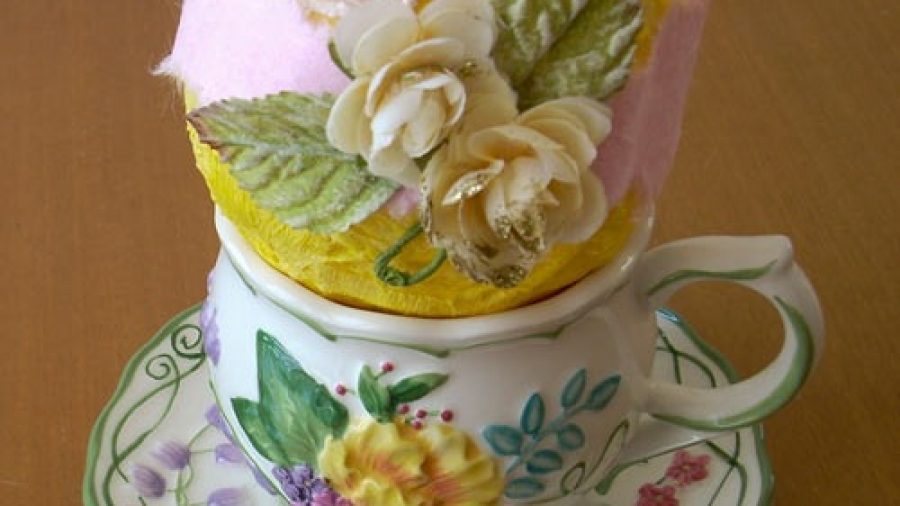 uovo-cartapesta-giallo-su-tavola-1.jpg