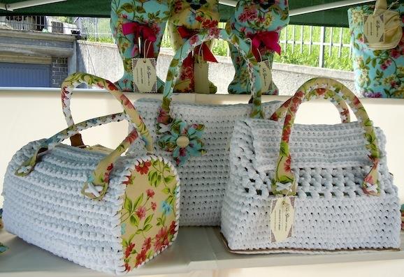 borse con fettuccia biaca e fondi floreali-1.jpg