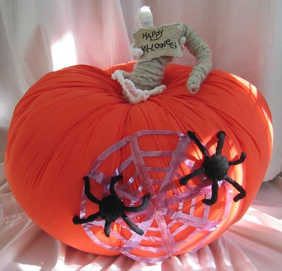 Halloween la zucca gigante in stoffa fai da te pane for Zucca di halloween fai da te