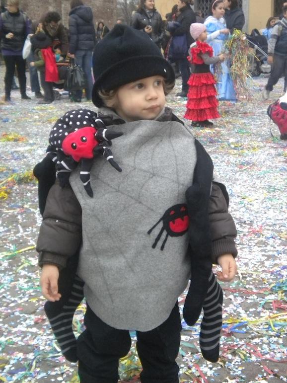 Idee di carnevale il costume da ragno pane amore e for Papillon bambino fai da te