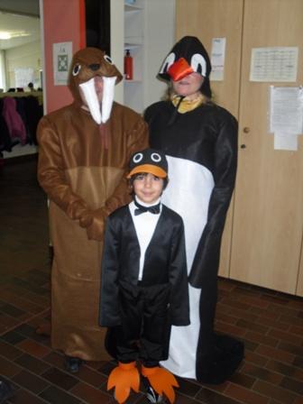 16b41d7826c6 Idee di carnevale: i costumi da pinguino e tricheco · Pane, Amore e ...