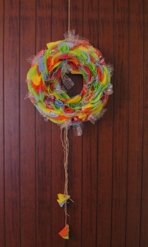 Decorazioni di carnevale come fare una ghirlanda di for Decorare la porta dell aula