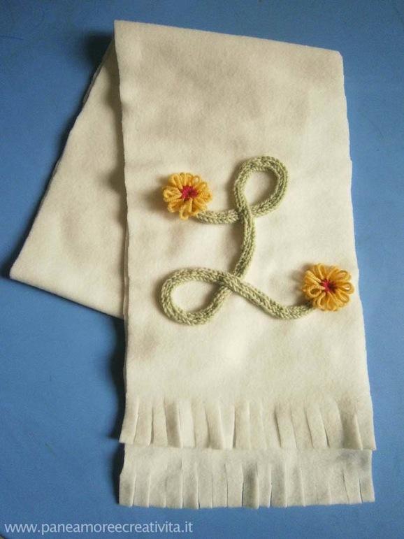 sciarpa decorata con tricotin