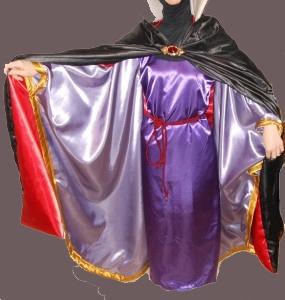 8affa2b91c84 Idee di carnevale: il costume da Grimilde, la regina di Biancaneve ...