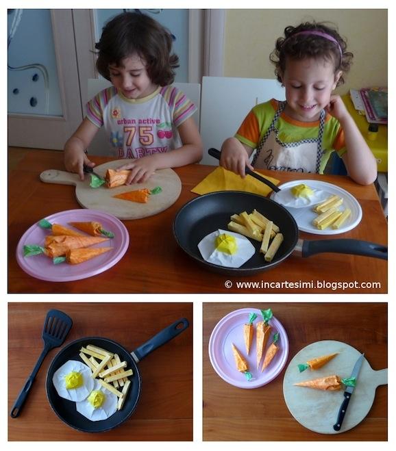 Giochi con i bambini: uova all'occhio di bue, patatine fritte e carotine crude, tutte di carta