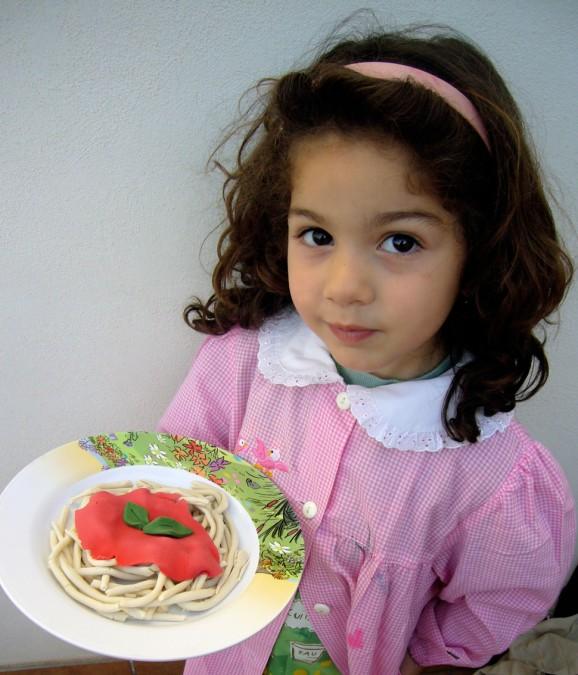 Gli spaghetti al pomodoro creati con la pasta di sale