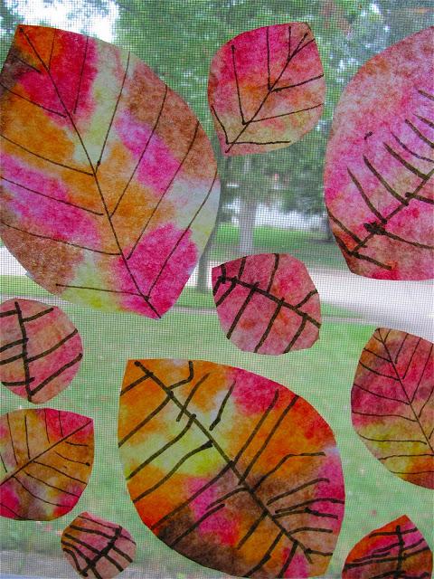 foglie autunnali sui filtri di caffe