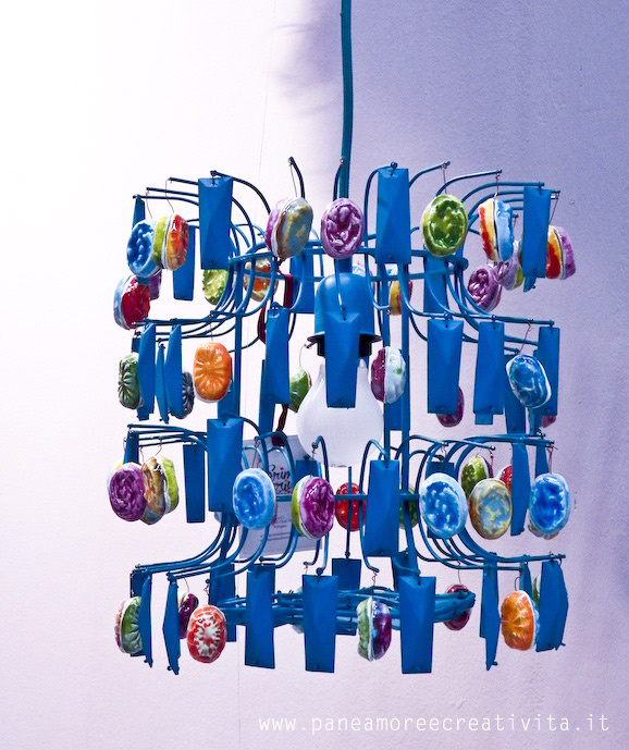 Arredamento i lampadari grim marius che colorano la casa - Lampadari per la casa ...