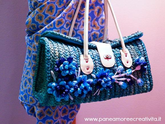 borsa paglia blu con fiori rafia