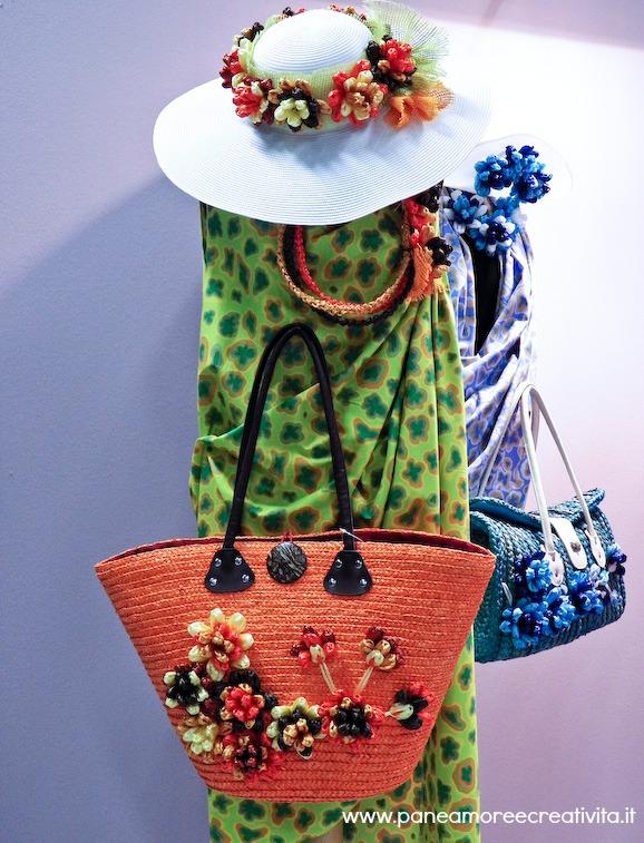 Borse di paglia e cappelli con fiori di rafia pane for Fiori con la l