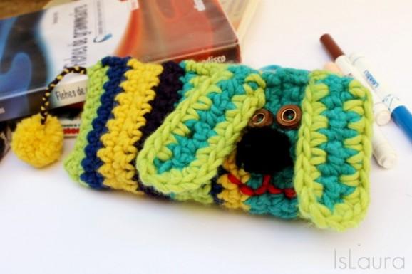 Astuccio-con-cane-a-crochet-600