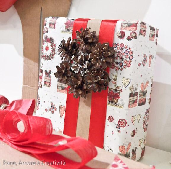 regalo natale con pigne