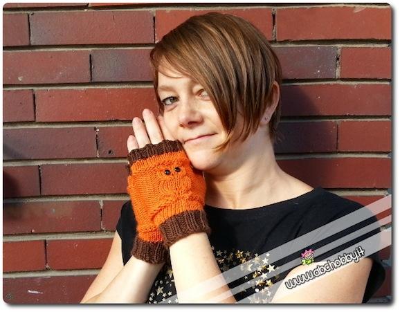 Come si fanno gli scaldamani a maglia a forma di gufetti