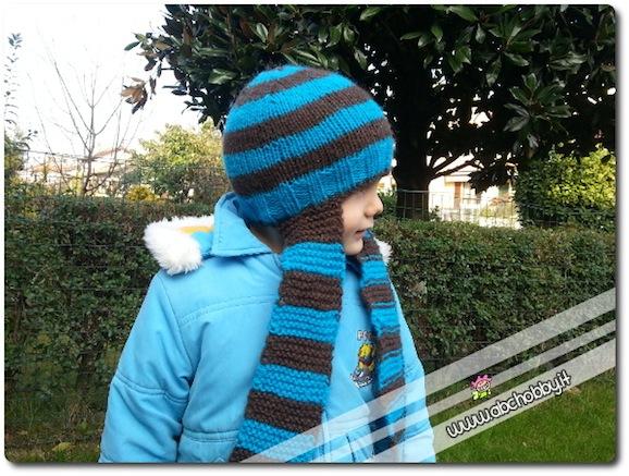 cappello con sciarpa attaccata
