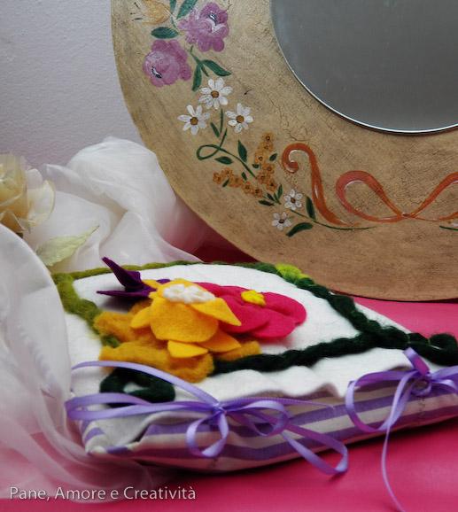cuscino di fiori di feltro