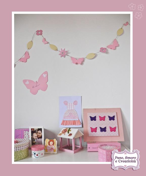 ghirlanda-di-fiori-e-farfalle-cornice