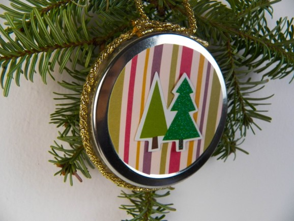 decorazione-albero-con-tappo-riciclato