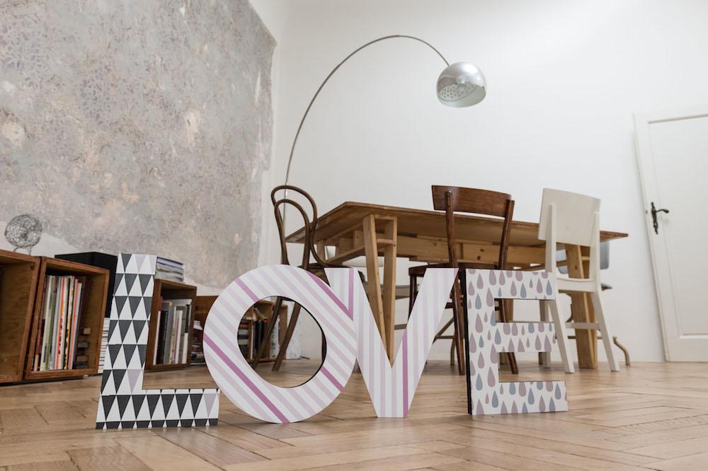 Lettere di legno con trame vintage