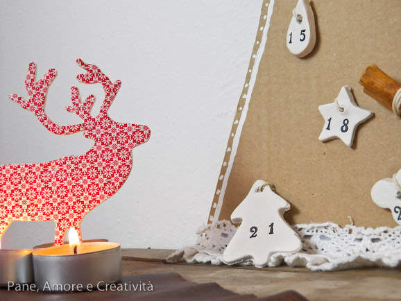calendario dell'avvento con decorazioni di pasta
