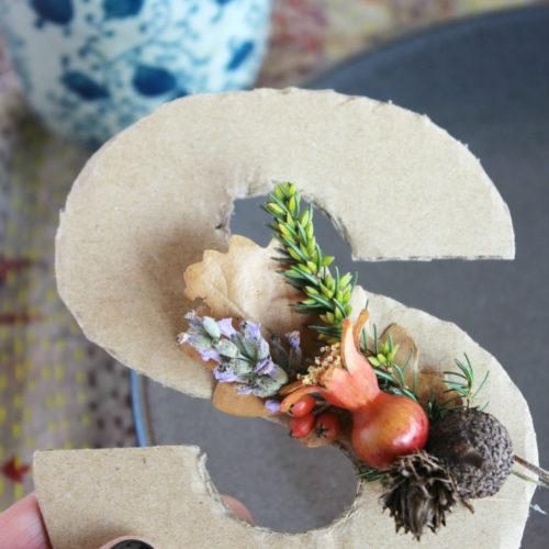 L'autunno in tavola: segnaposto autunnale con le foglie colorate
