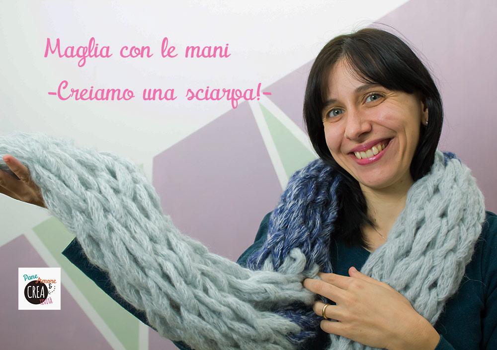 sciarpa-a-maglia-con-le-mani-web2