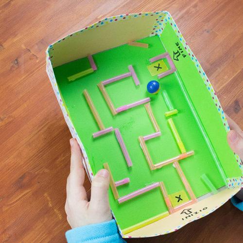 Giochi fai da te: il labirinto nella scatola
