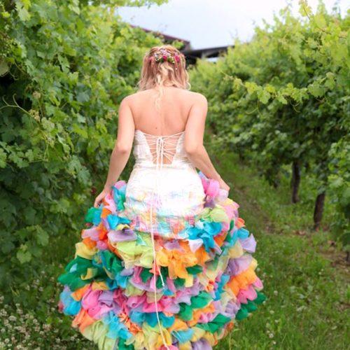 Ana Basoc e la storia del suo abito da sposa colorato