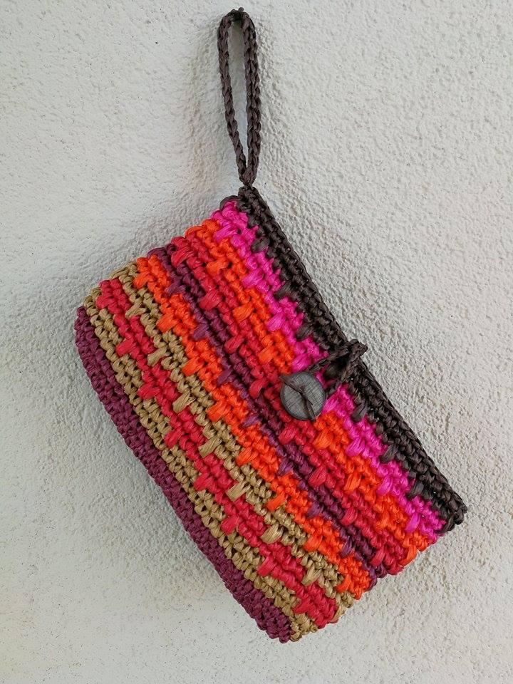 50523ac16f Come fare una borsa in rafia all'uncinetto · Pane, Amore e Creatività