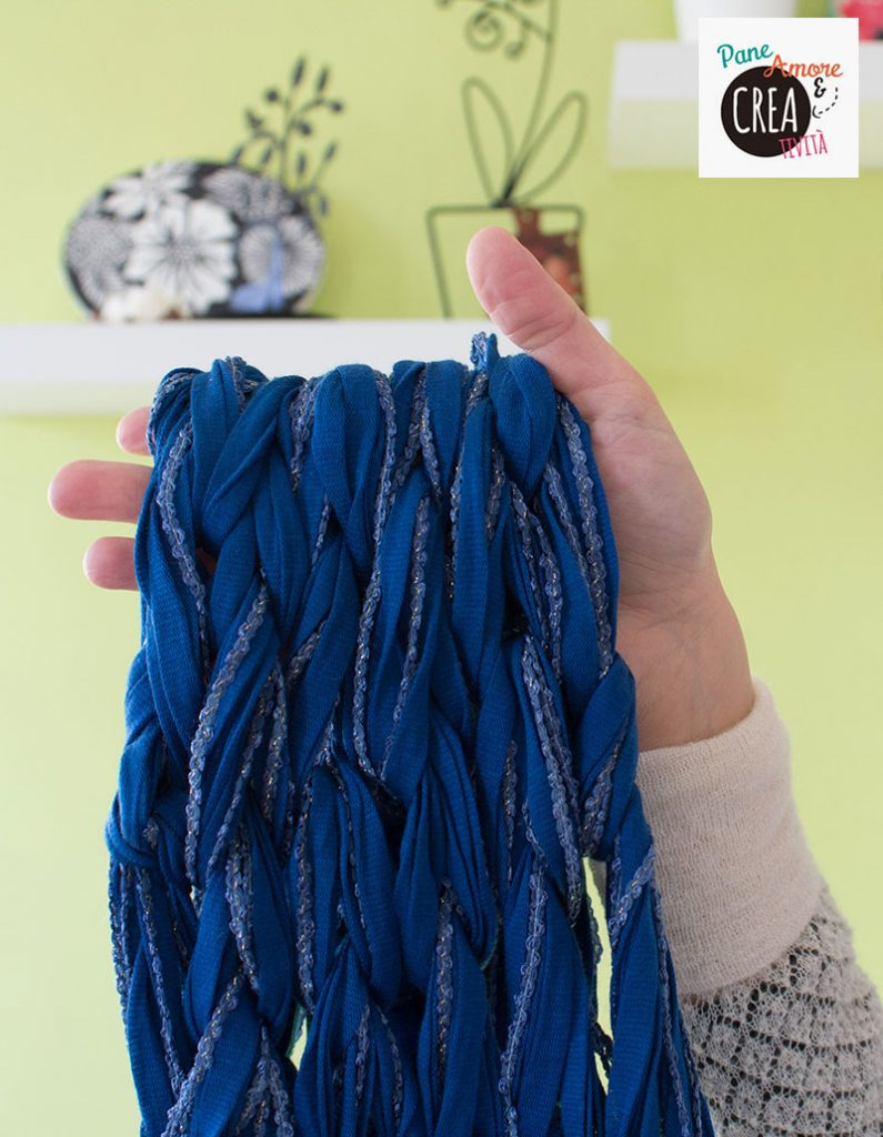 scaldacollo-con-le-mani---arm-knitting-tutorial