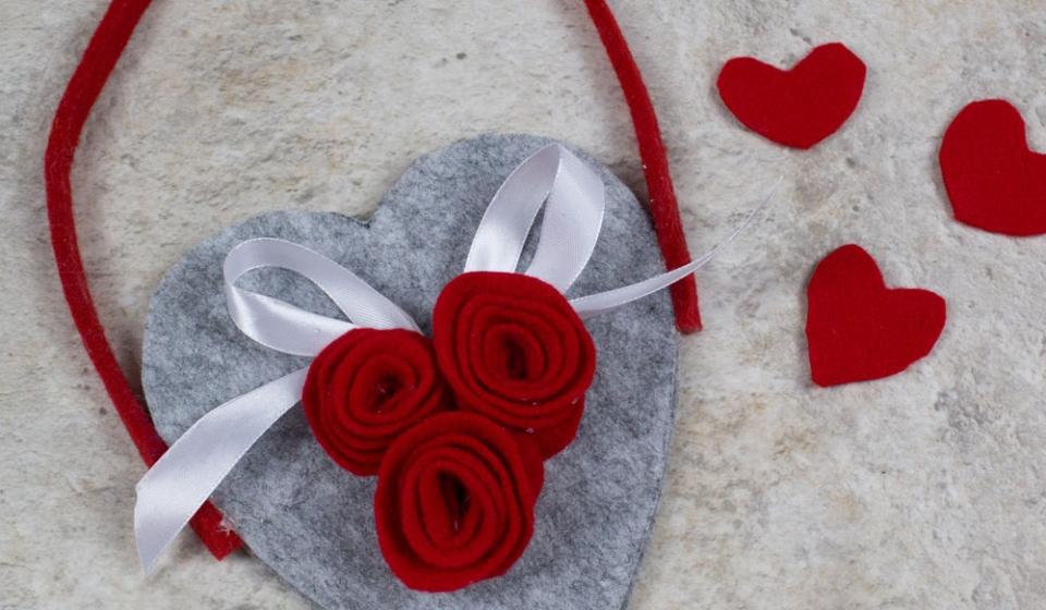 Idea romantica: il cuore di feltro porta lettere